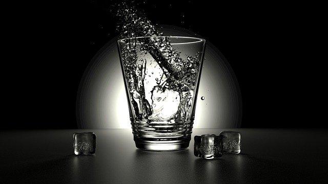 आपल्या शरीरासासाठी पाणी किती आवश्यक आहे...